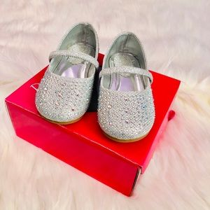 Other - 😍Never used toddler shoes size 7😍